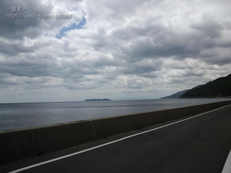 県道76号線から沼島を眺める