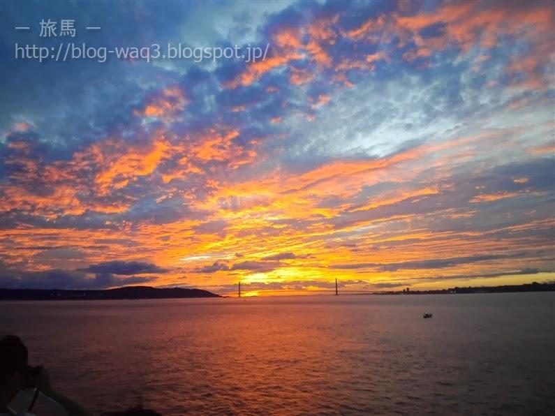 明石海峡に沈む夕日