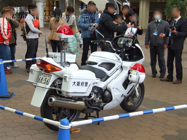 白バイVFR800Pの展示