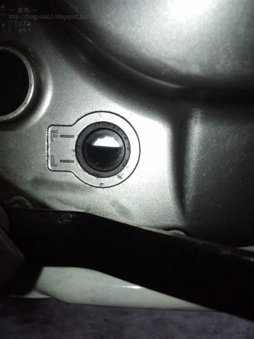 ジェベル200のオイル量点検窓
