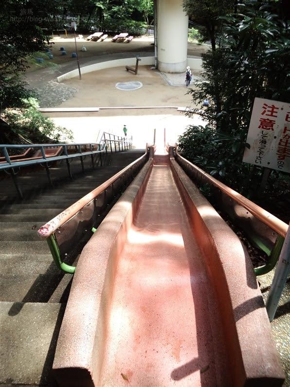 離宮公園名物「超高速」が出ちゃう滑り台