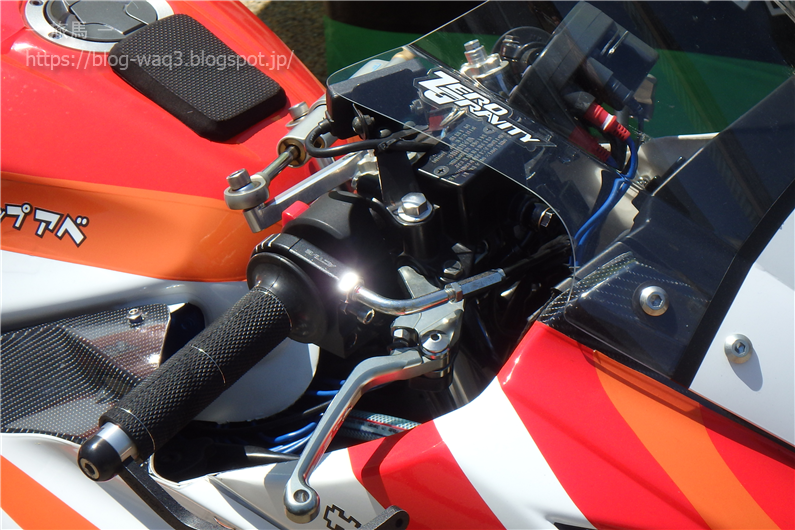 Ninja250のレース仕様車のハンドルまわり