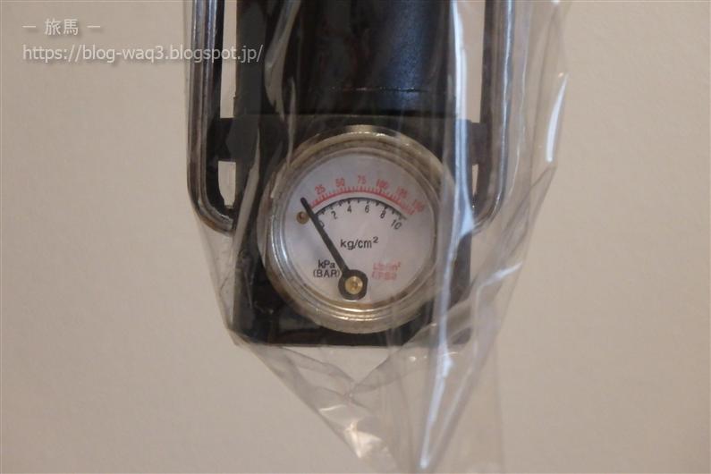 ガレージ・ゼロの携帯用空気入れの空気圧計