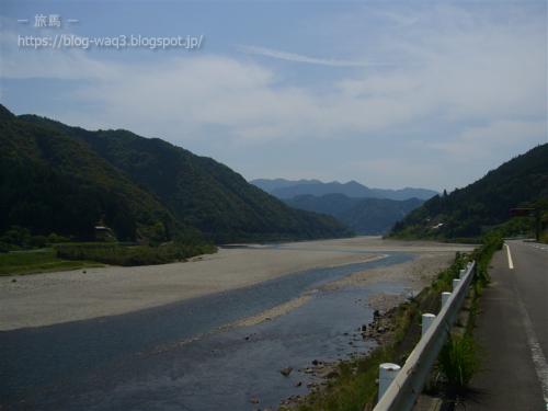 大分川幅が広くなってきました。あの山を越えれば海でしょうか。