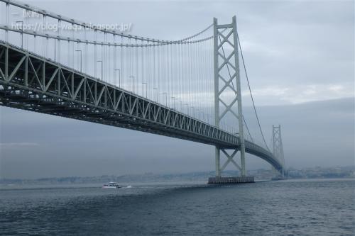 明石海峡大橋をくぐる まりんあわじ