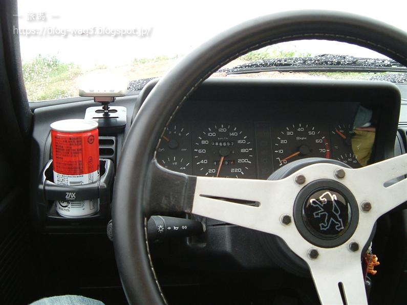 Peugeot205GTiの車内