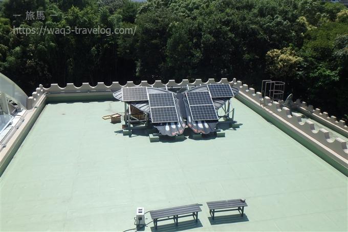 昆虫館の太陽電池パネル