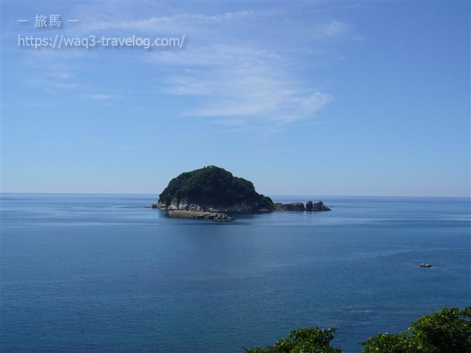 日本海に浮かぶ白石島