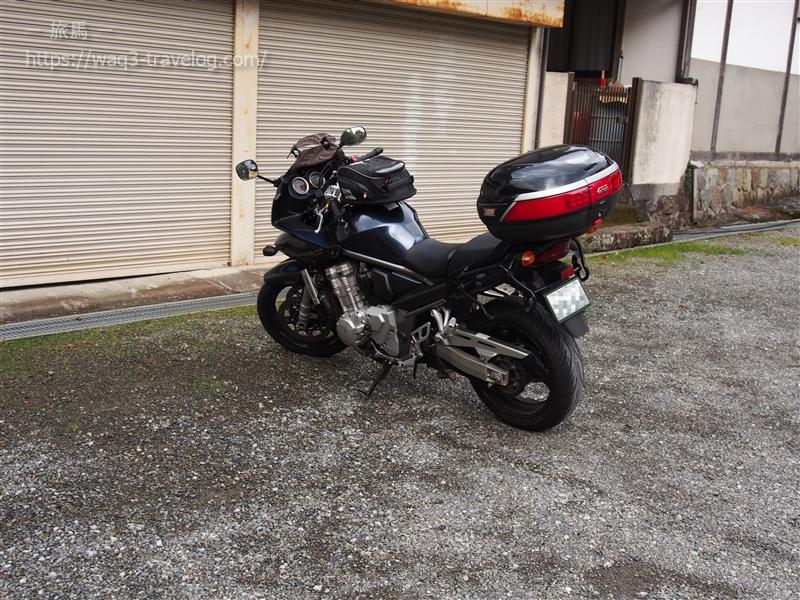 天河神社の駐車場にBandit1250Sを駐車