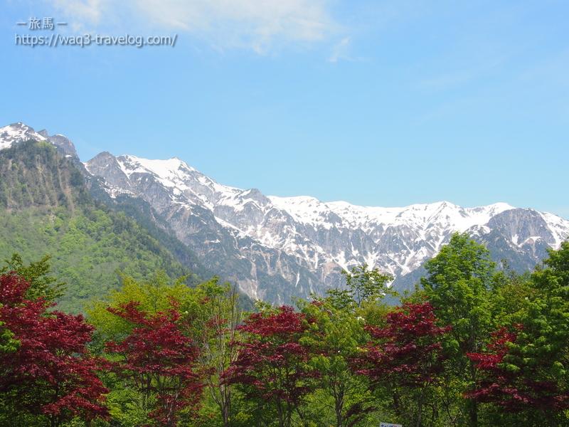 残雪の笠ヶ岳を望む