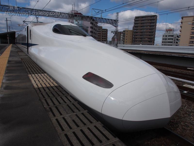 西明石駅に停車中のひかり463号