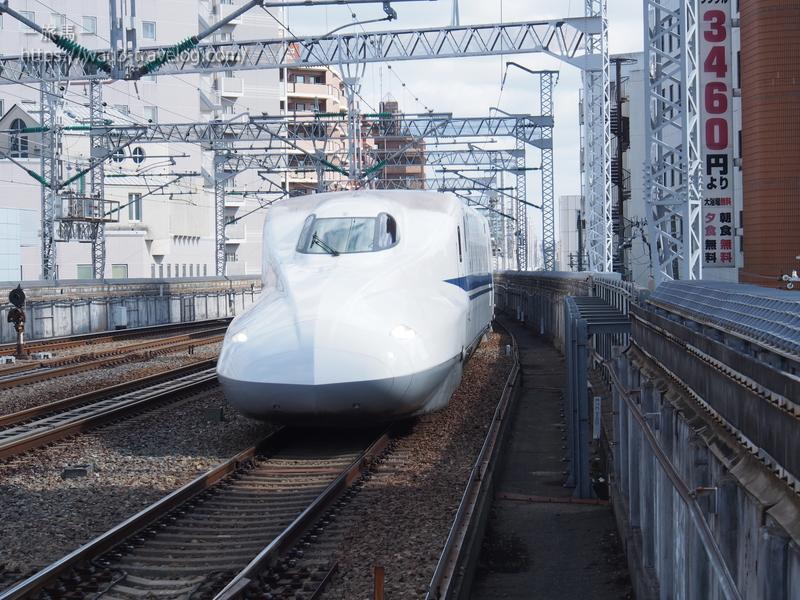 西明石駅に進入するひかり465号