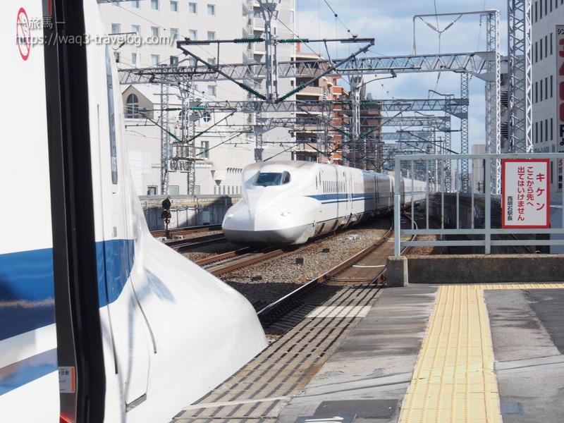 西明石駅を通過するのぞみ21号