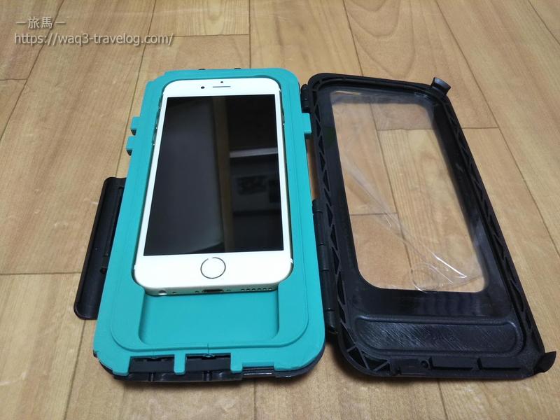 UAの防水ケースにiPhone6sを置いたところ