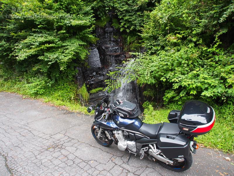 滝とバンディット1250S