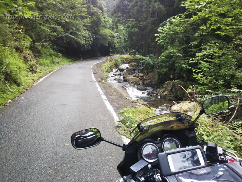 青垣峠へ続く道