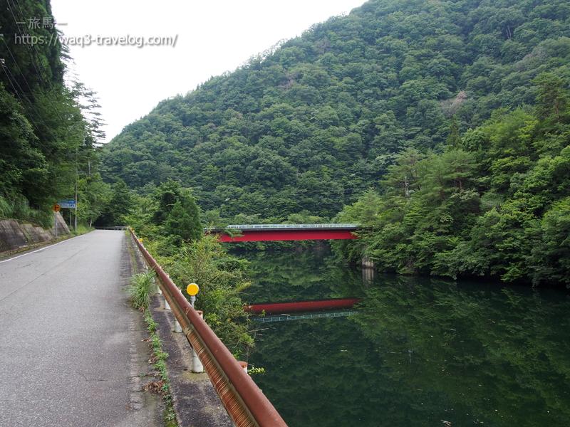 赤い橋とリフレクション