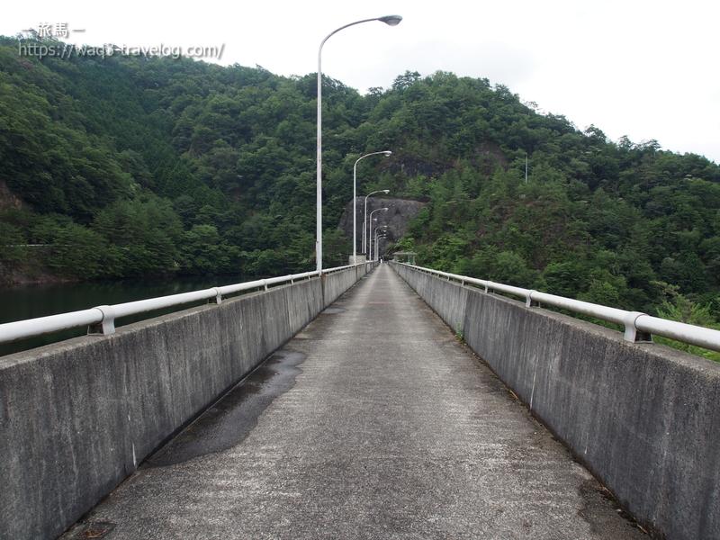 生野ダムの天端