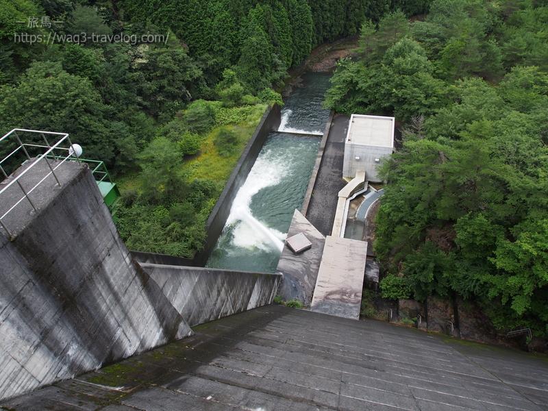 生野ダムの放水口