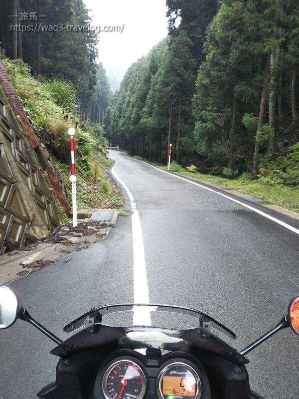青垣峠から酷道区間を眺める