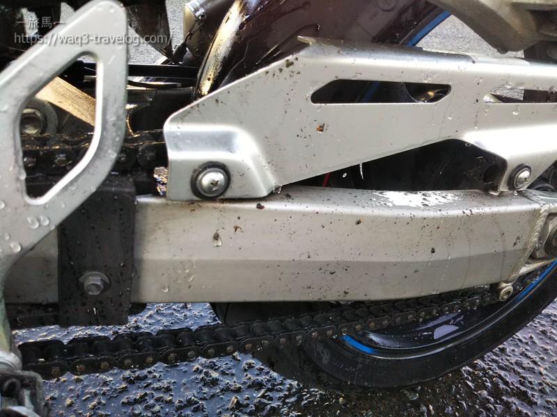 四国ツーリングで汚れてしまったバンディット1250Sを洗車しているところ