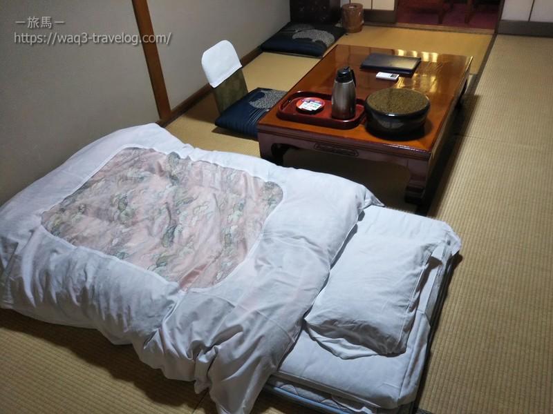 リバーサイドホテル松栄の客室に布団を敷いたところ