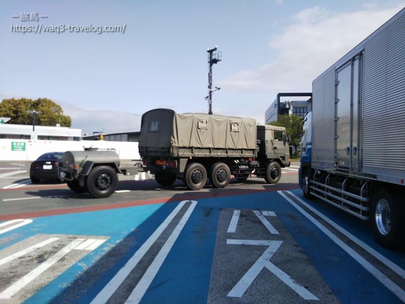 給水タンクを連結した自衛隊車輛