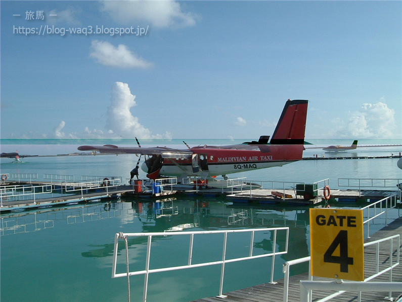 着水するMaldivian Air Taxi機