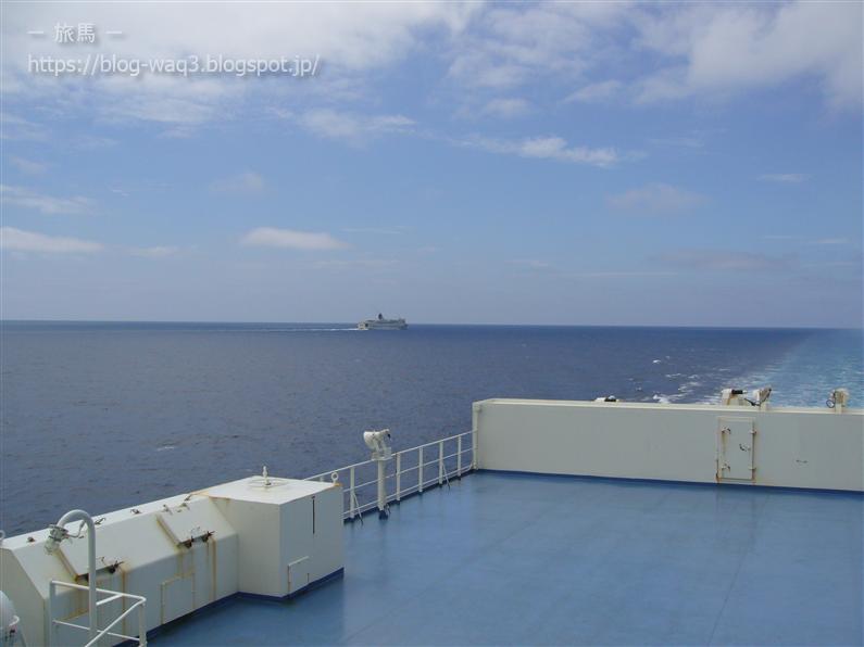 新日本海フェリーの甲板から すれ違い